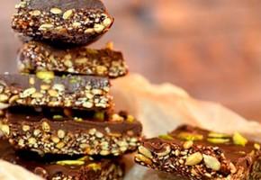 Քունջութով և խուրմայով շոկոլադե աղանդեր